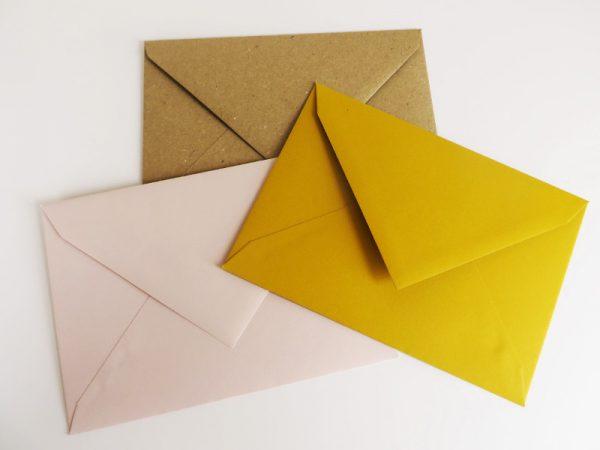 Envelop gerecycleerd roos geel
