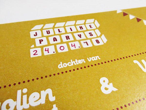 Geboortekaartje-Juline-Naam-met-speelgoed-7-datum-geschreven-op-kaartje