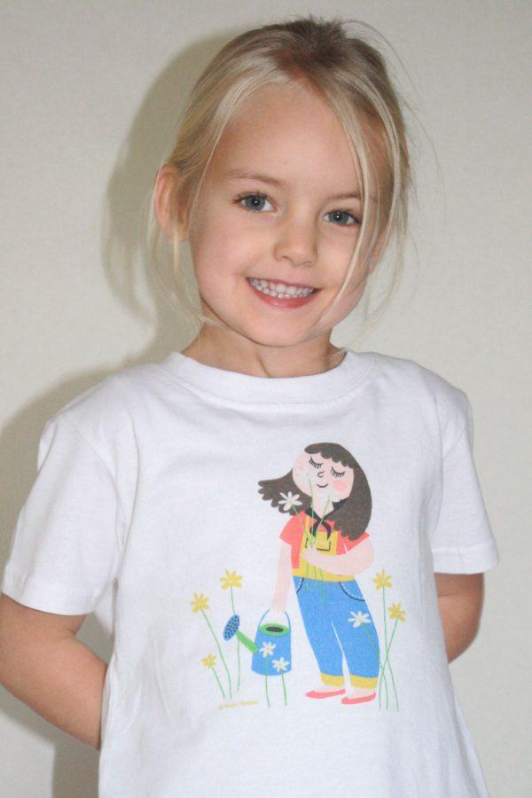 Sniffing flowers T-shirt - Meisje van 4.5 jaar oud