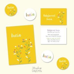 Eenvoudig geboortekaartje Lucia met bloemen